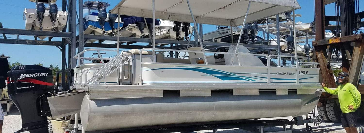 What's The Difference Between A Deck Boat & A Pontoon Boat?